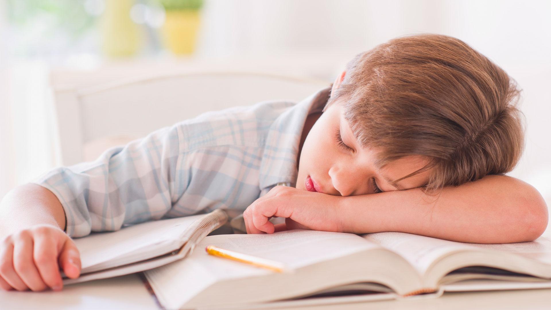 الواجبات المدرسية-كيف تتجنبين ارهاق طفلك-اجيبي عن هذه الأسئلة وتعرفي على الأسباب والحلول